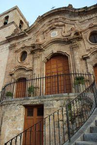 Prospetto della Chiesa Madre con lo scalone a tenaglia